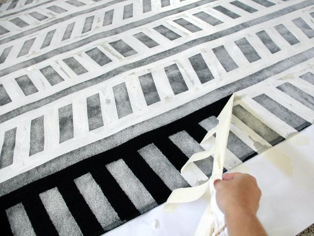 CI-Jess-Abbott_Painted-Rug-Black-and-White-remove-tape-step5_h