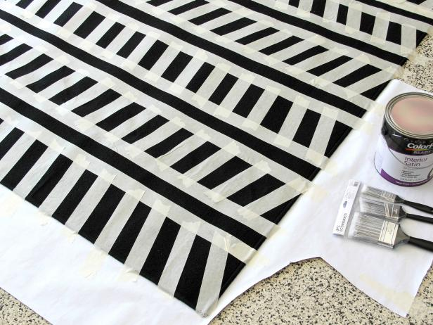 CI-Jess-Abbott_Painted-Rug-Black-and-White-paint-rug-step3_h
