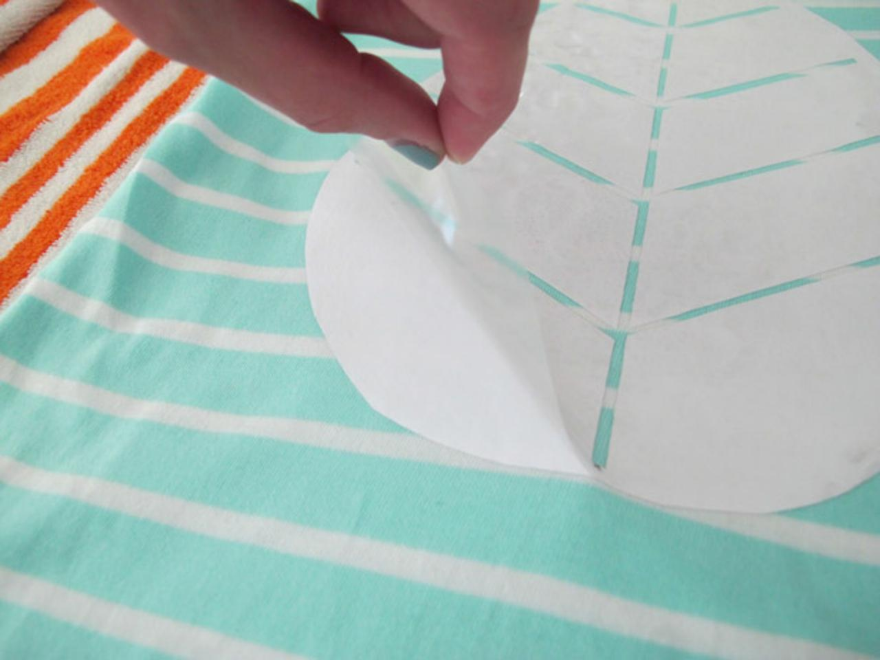Learn How To Make Custom Shirts Using DIY Vinyl Cutouts Howtos - Diy custom vinyl stickers