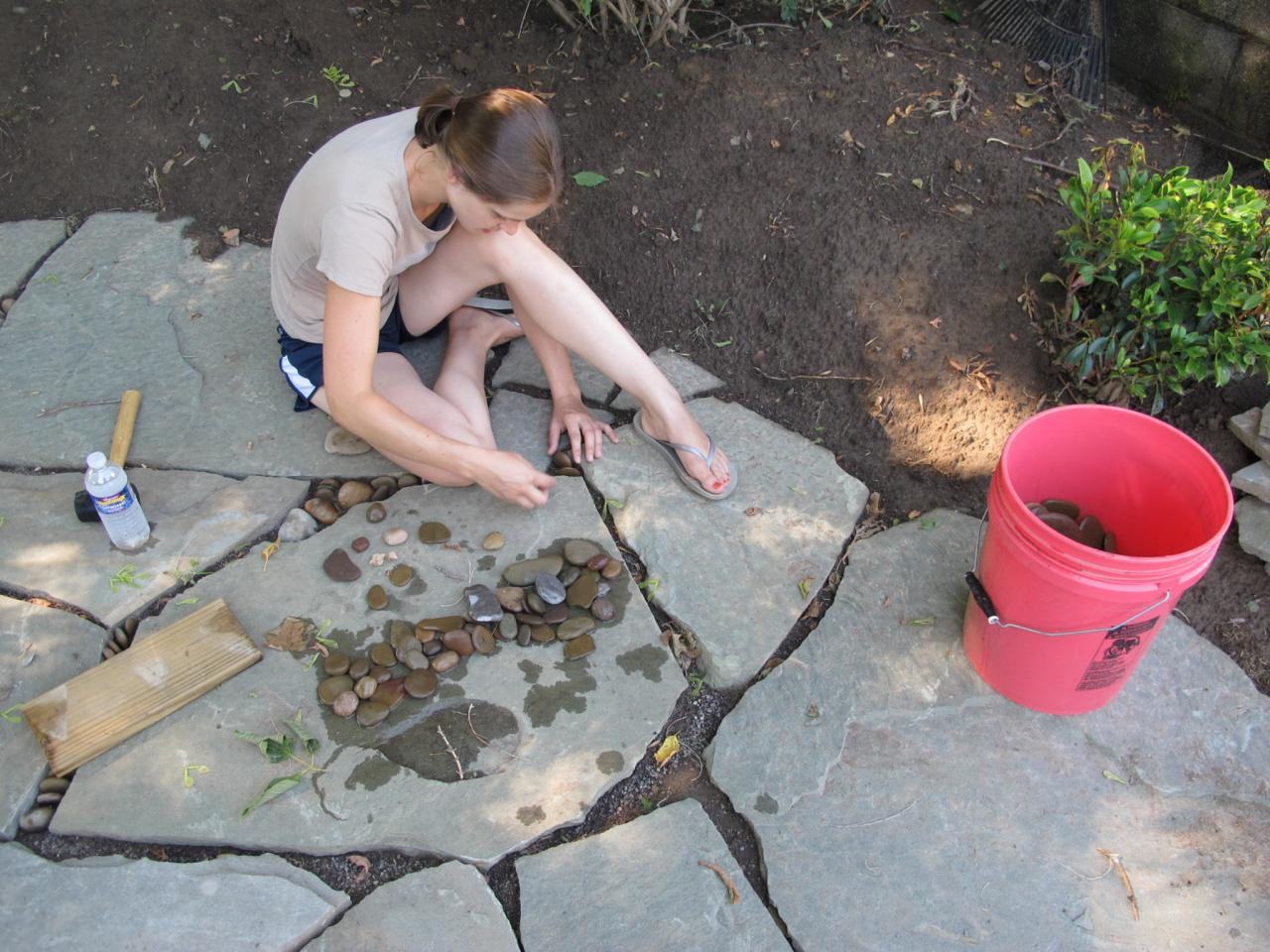 Backyard patio ideas flagstone - Learn About Installing Finishing Touches For A Flagstone