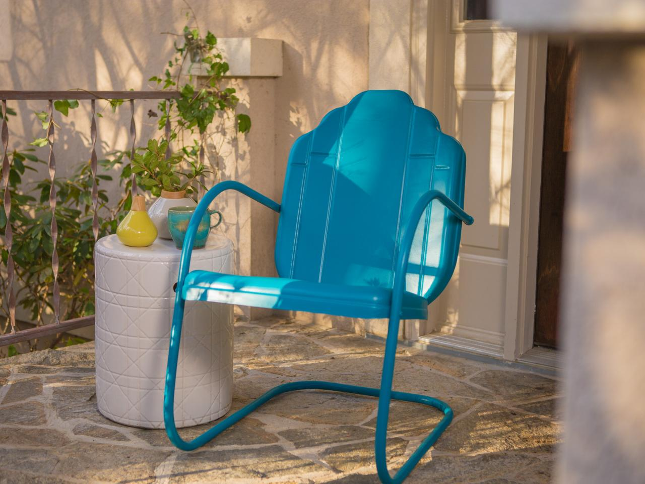 how to paint an outdoor metal chair how tos diy. Black Bedroom Furniture Sets. Home Design Ideas