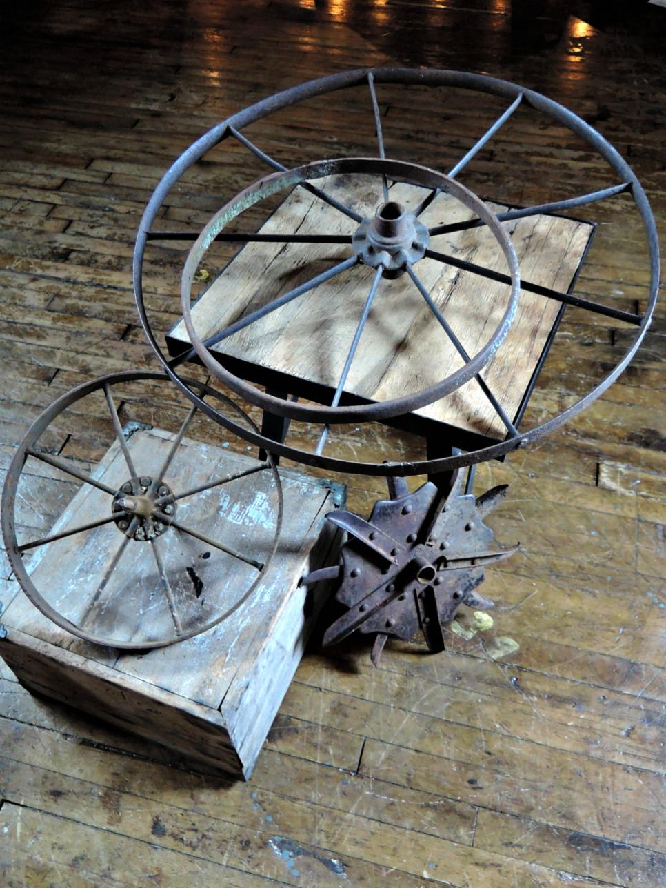 19 sweet salvage upcycles west end salvage diy for Diy wagon wheel