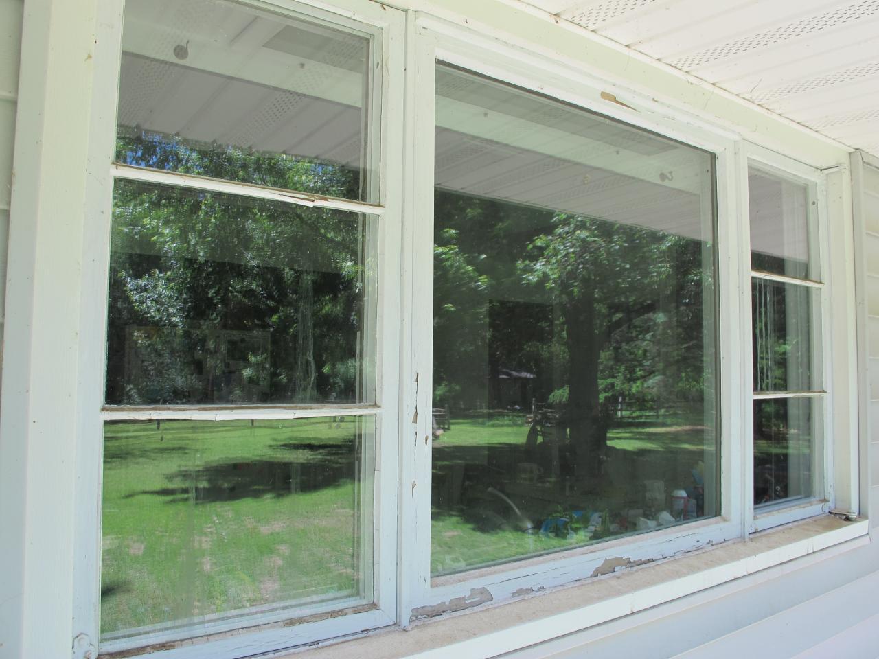 How to prep windows for painting how tos diy for Contour de fenetre exterieur