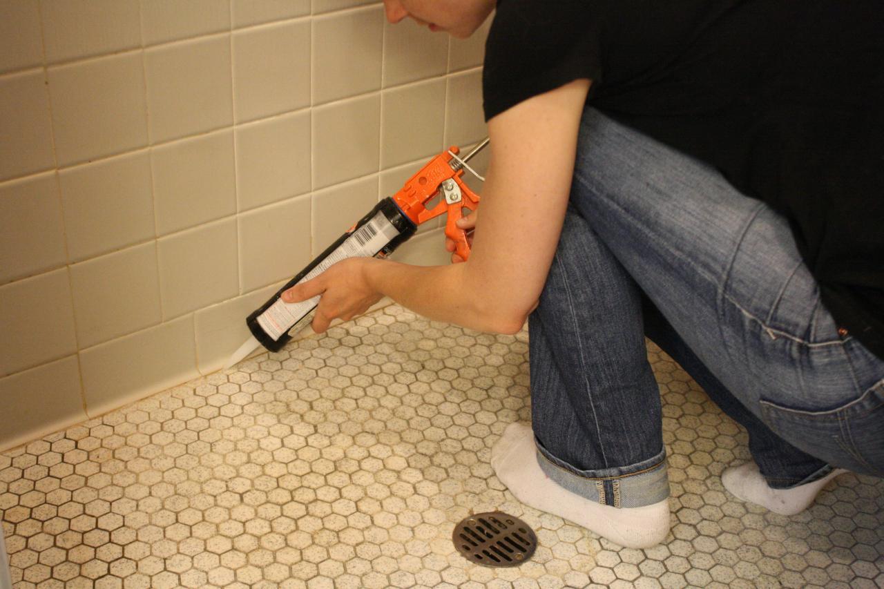 Learn How To Re Caulk Your Bathroom How Tos Diy