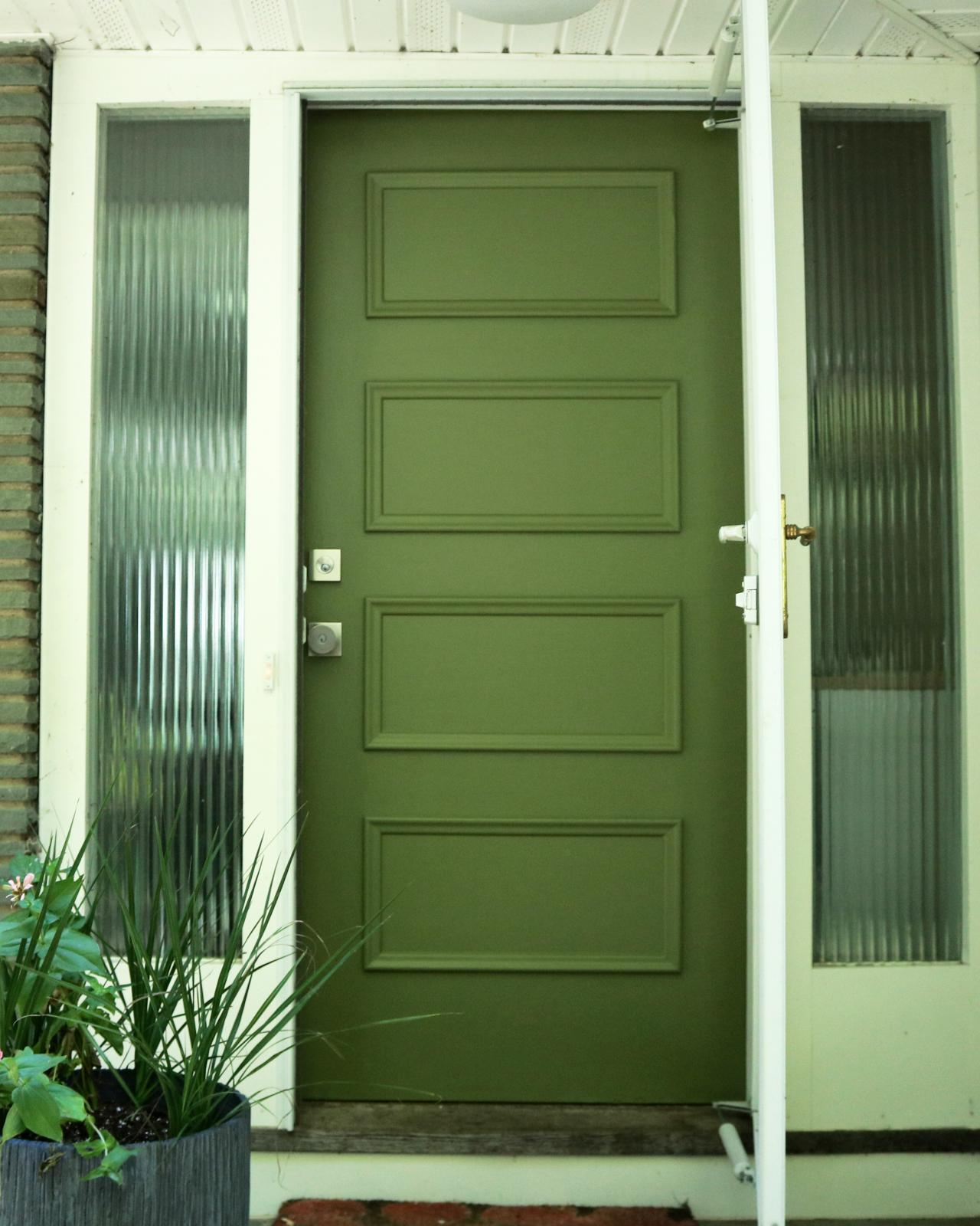 Learn how to paint your front door how tos diy - Painting a steel exterior door model ...