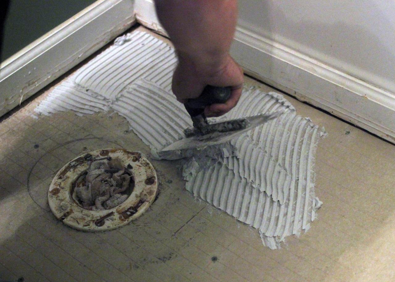 How to install bathroom floor tile how tos diy step 7 dailygadgetfo Image collections