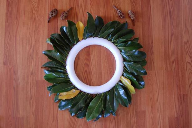 DIY Magnolia Wreath Step 1