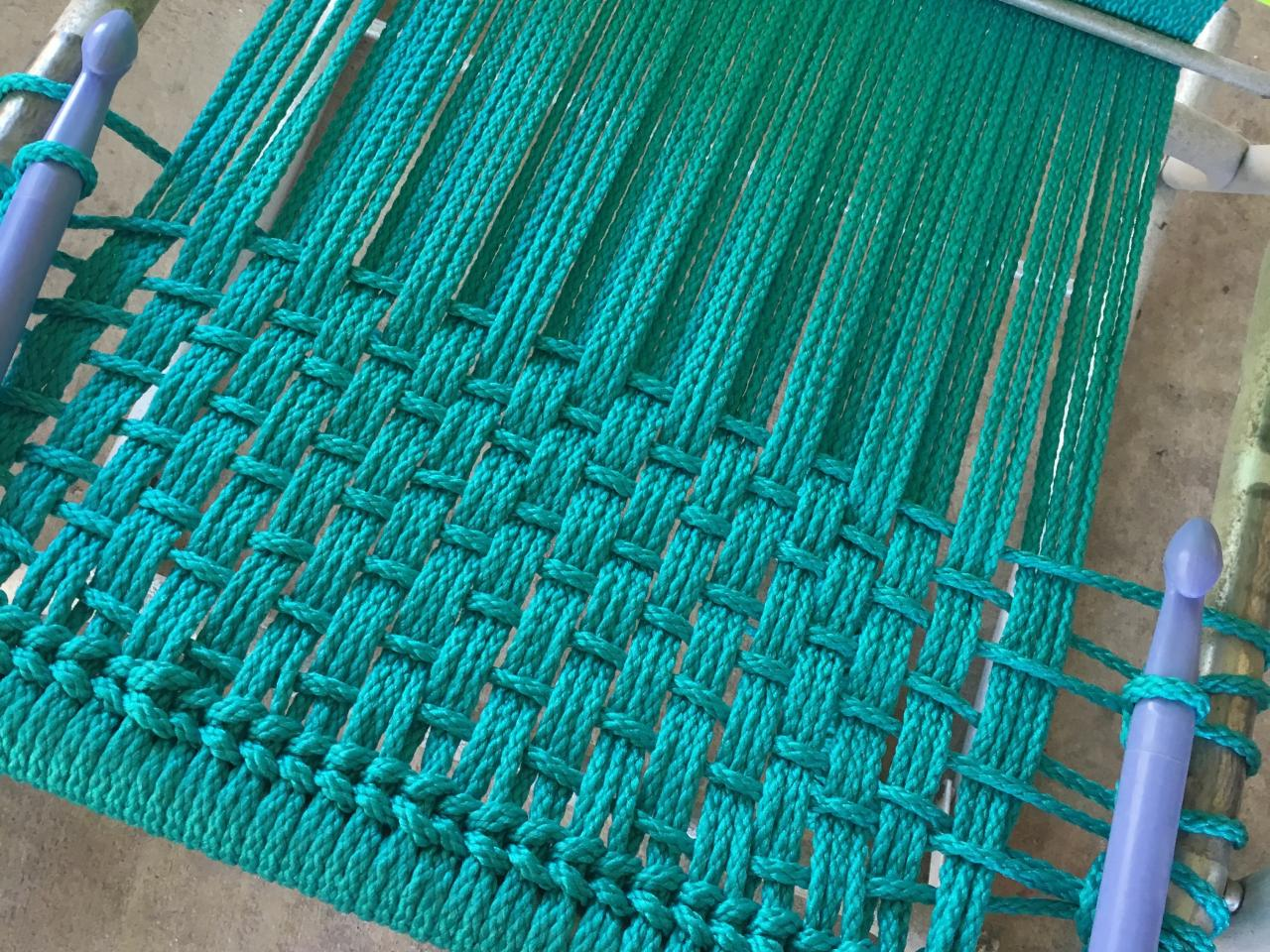 How to macrame a vintage lawn chair how tos diy for Diy macrame hammock chair