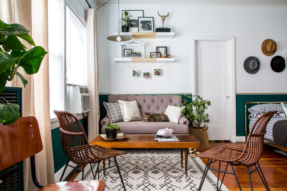 A small studio apartment gets a large dose of function and How to decorate small house