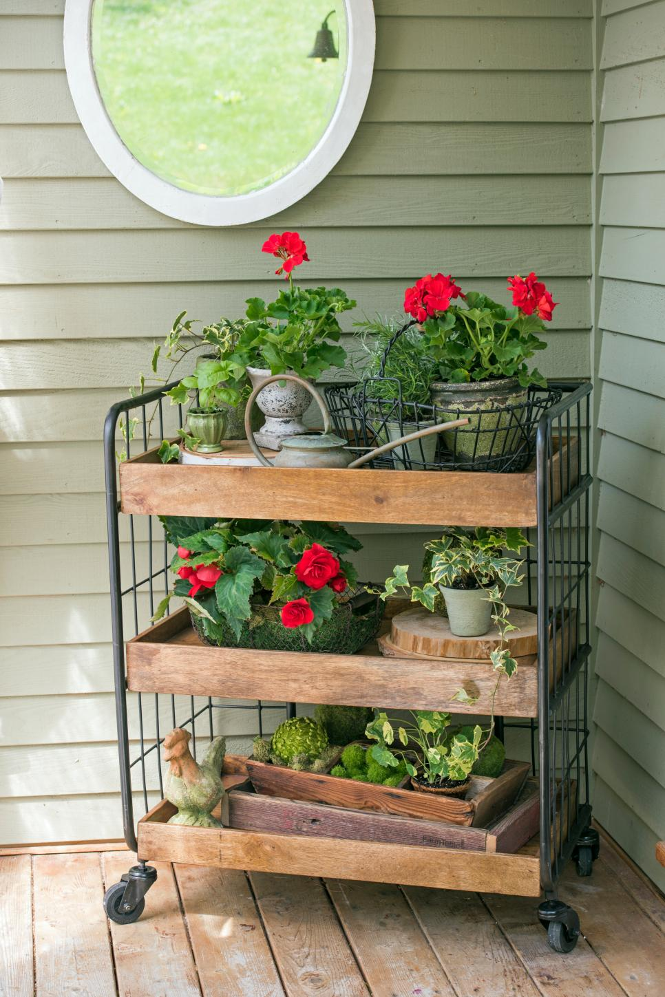 11 ways to decorate your front porch or entryway diy for Outdoor furniture for small front porch