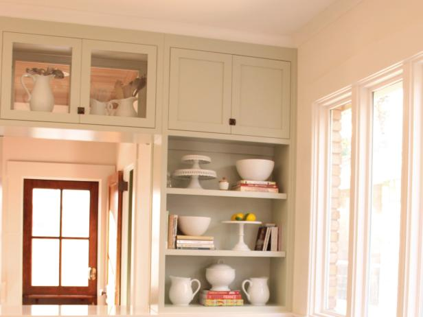 Built-in Bookshelves in Craftsman Breakfast Nook