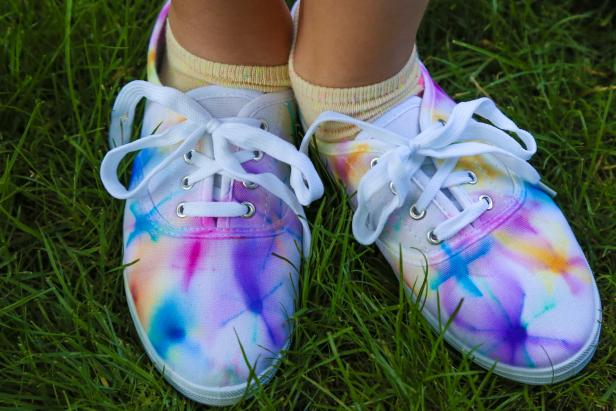 Summer Fun: Make Tie Dye Shoes