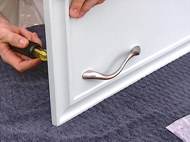 tighten handle with  screwdriver