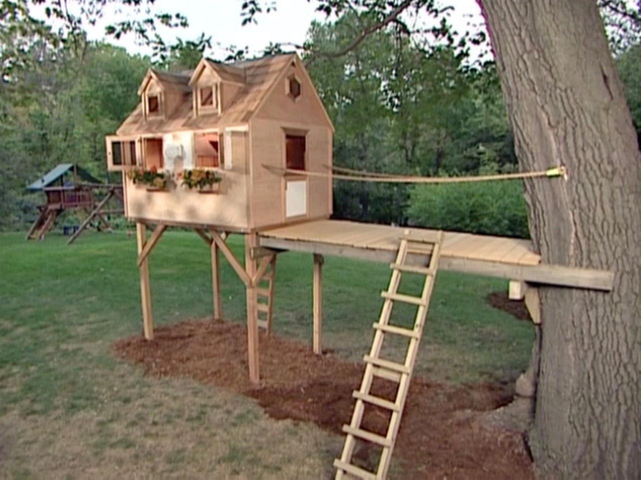 How to build a tree fort how tos diy for Small easy to build cabin plans