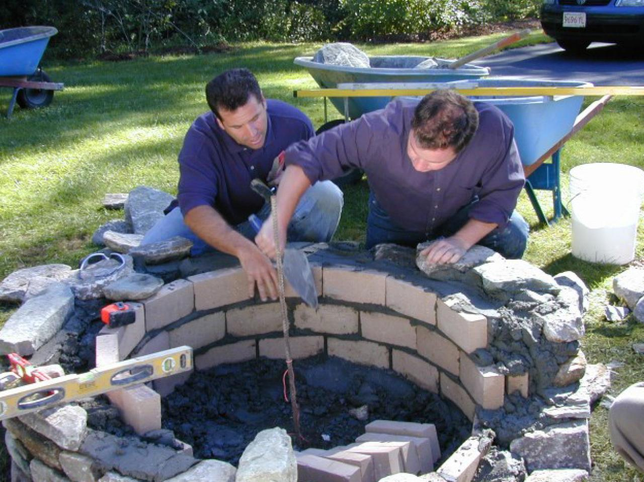 How to build a fire pit diy fire pit how tos diy for Brick fire pit construction