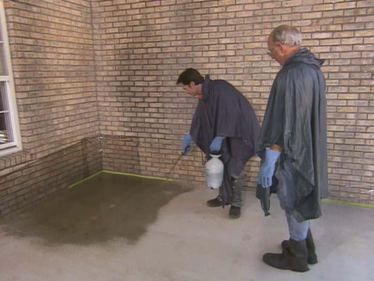 diy concrete stain how to apply concrete stain how tos diy 3392