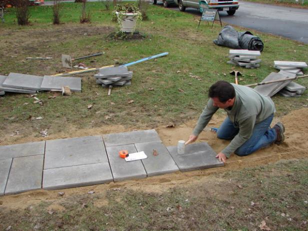 How to Lay a Bluestone Walkway   how-tos   DIY