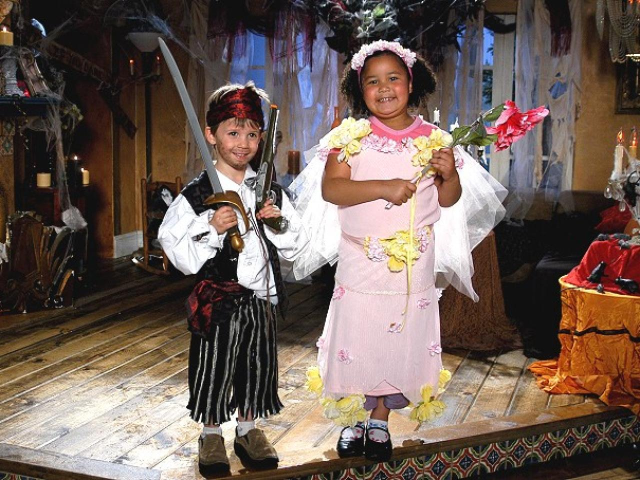 Easy Pirate Costume  sc 1 st  DIY Network : pirate costume from home  - Germanpascual.Com