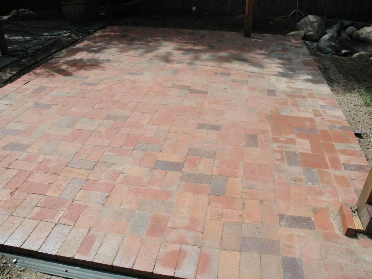 How to lay a brick paver patio how tos diy step 5 solutioingenieria Choice Image