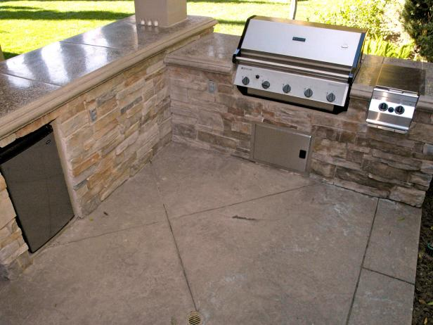 KB-2464443_selecting_outdoor_kitchenrk_3