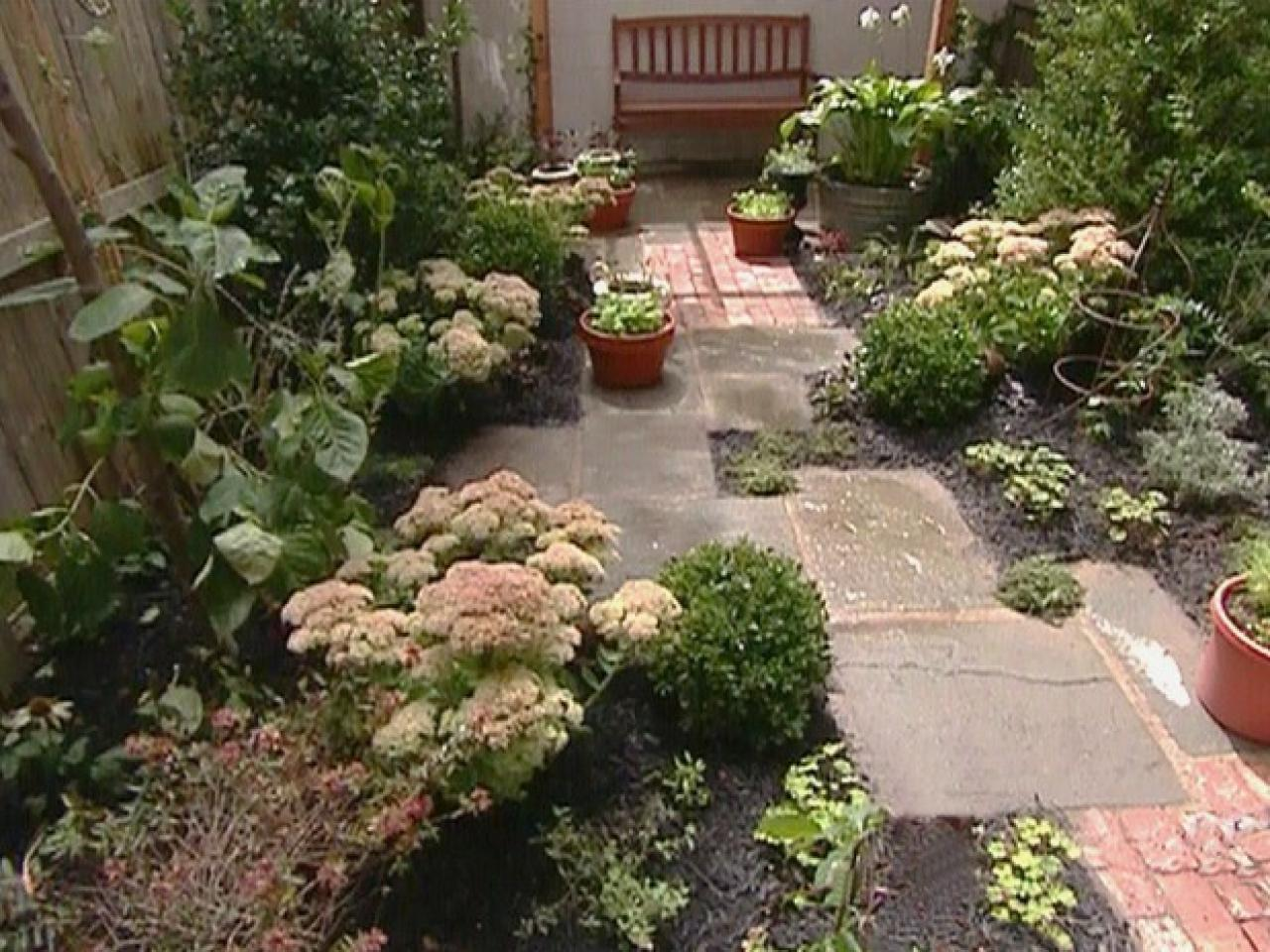 Small yards big designs diy for Back garden landscaping ideas