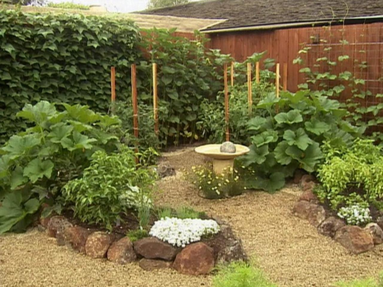 Small yards big designs diy for Small garden bed design ideas