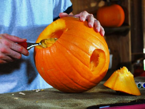 Original_Hungry-Pumpkin-Carving-04_s4x3