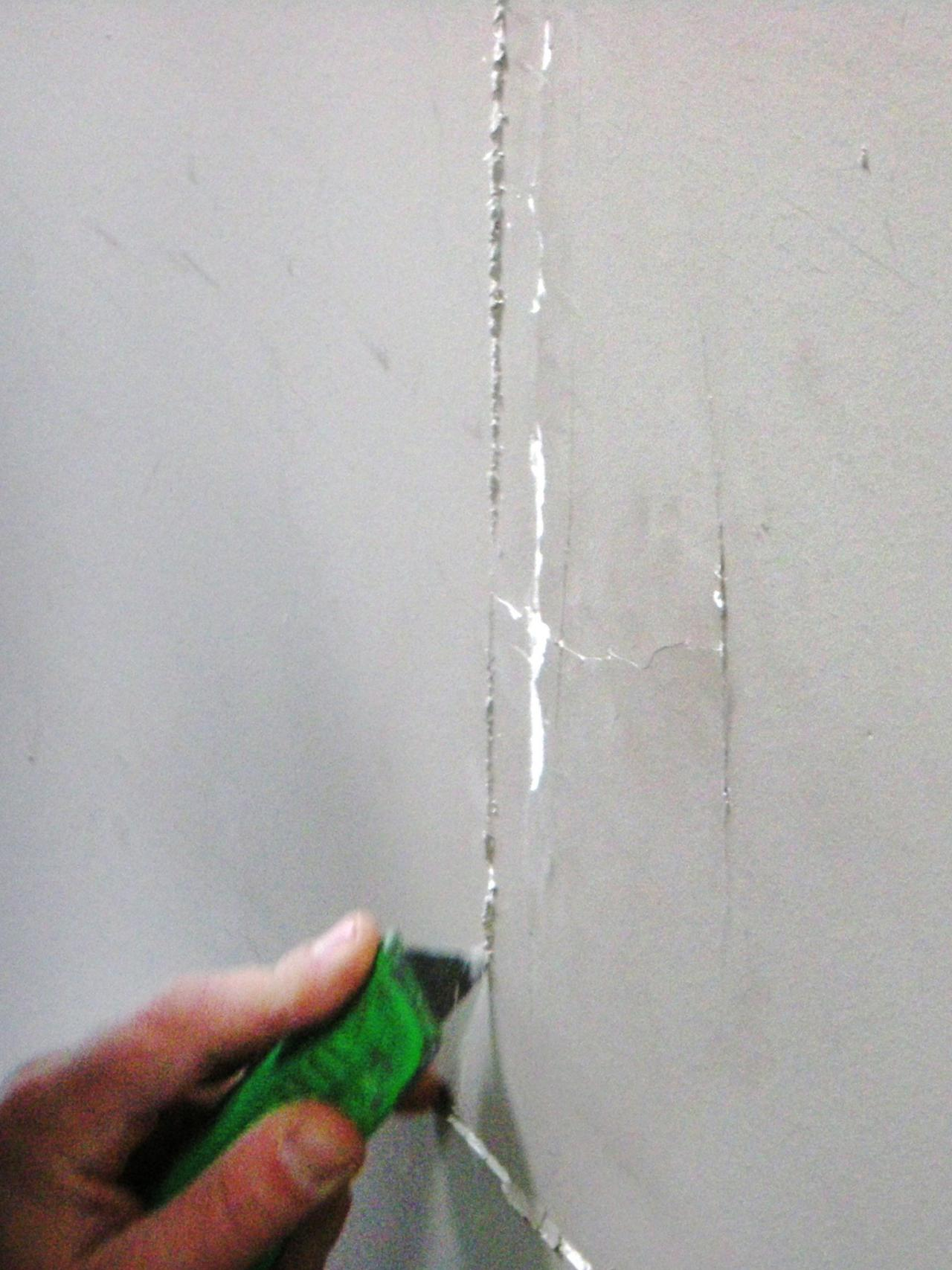 Six Ways To Fix Holes And Cracks In Drywall Hgtv
