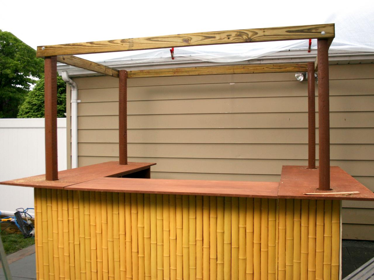 How to build a tiki bar how tos diy for Diy outdoor bar top