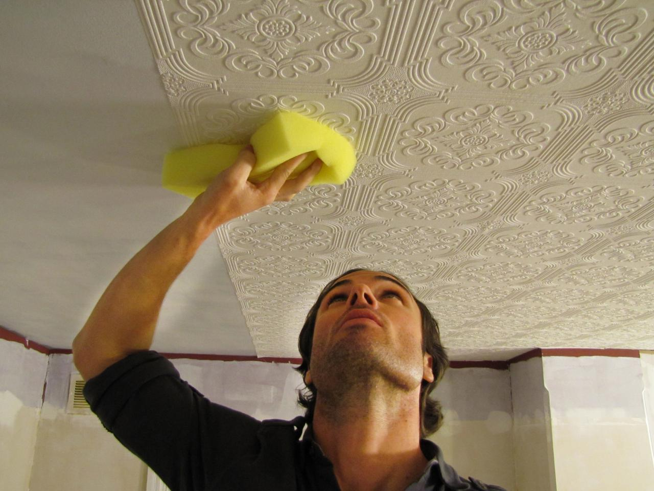 How to hang wallpaper on a ceiling how tos diy for Papel de empapelar