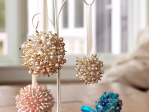 CI-Susan-Teare_Christmas-Ornaments-Made-From-Beads_s3x4
