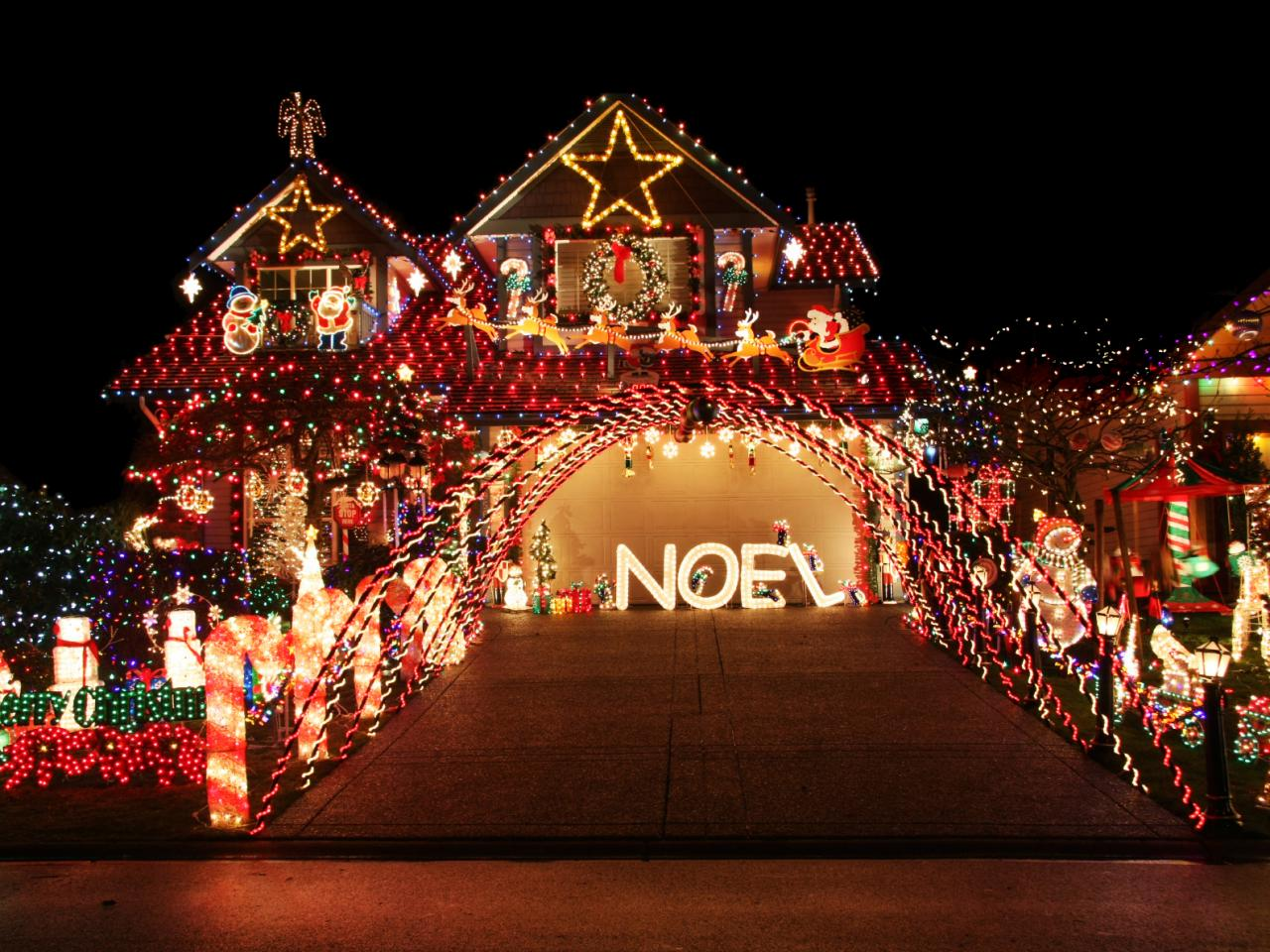 Chrismas Houses Decorated