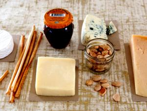 CI-Camille-Styles_Food-Basket-Cheese-spread_4x3
