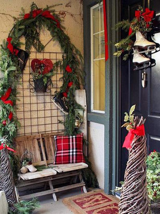 10 unique ways to decorate your front door for the holidays