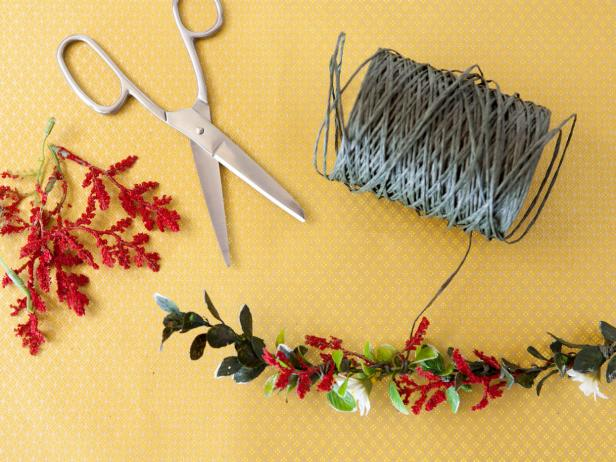 CI-Buff-Strickland_Christmas-Gift-Wrap-garland-rope-flower_s4x3