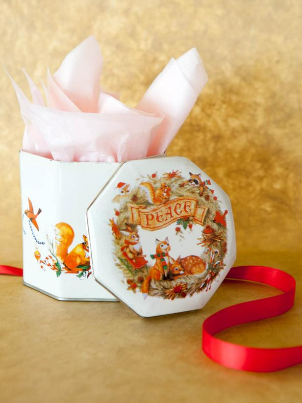 CI-Buff-Strickland_Christmas-Gift-Wrap-cookie_tins3_s3x4