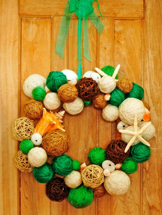 CI-Susan-Teare_Yarn-Ball-Wreath-Non-Holiday_s3x4