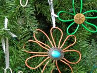 Original-Wire-Flower-Ornaments_Christmas-Tree2_s3x4