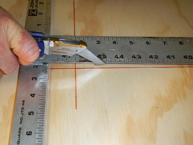 Original-Plexiglas-Backsplash_cutting-Plexiglas-utility-knife-step4_s4x3