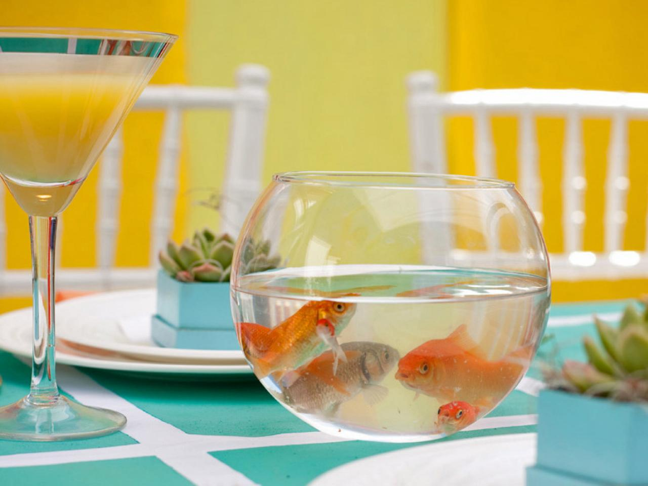 Wedding centerpiece ideas for every budget and style diy for Fish wedding centerpieces