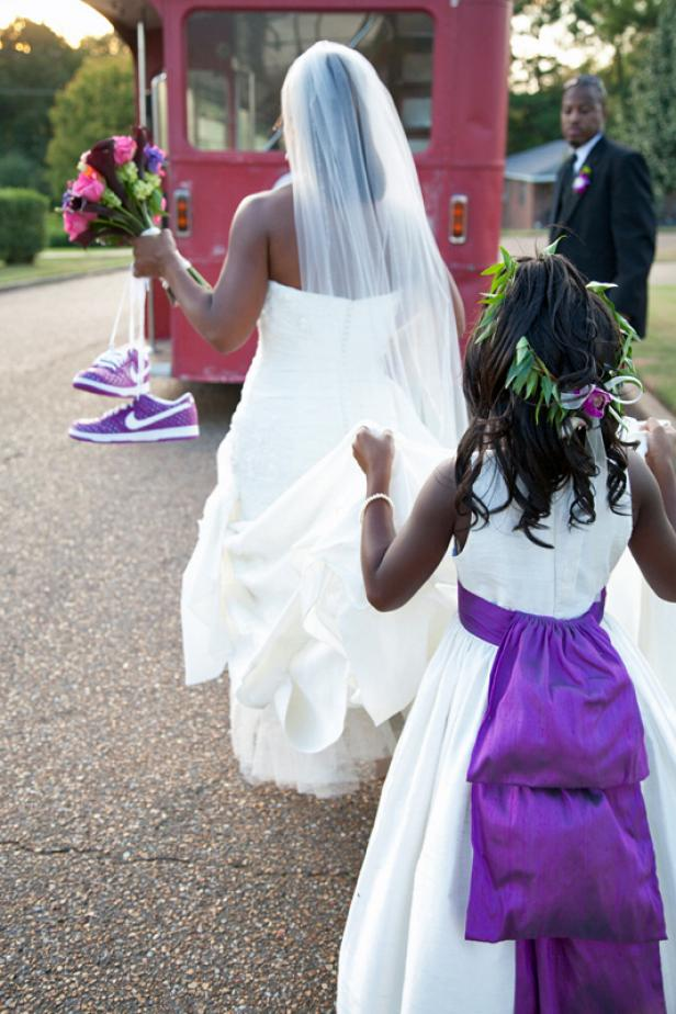 CI-Megan_Marascalco_Bride-and-flower-girl