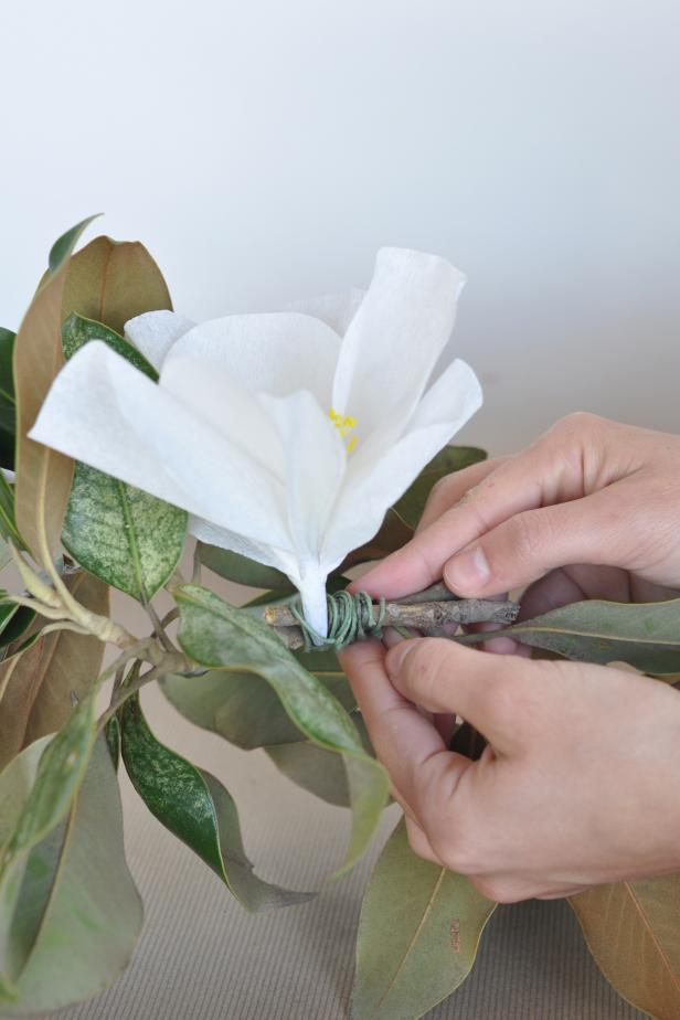 CI-She-n-He-Photography_Magnolia-_Garland-Attach-Branches