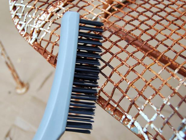 Original-Painted-Metal-Chair_brushing-off-rust_s4x3