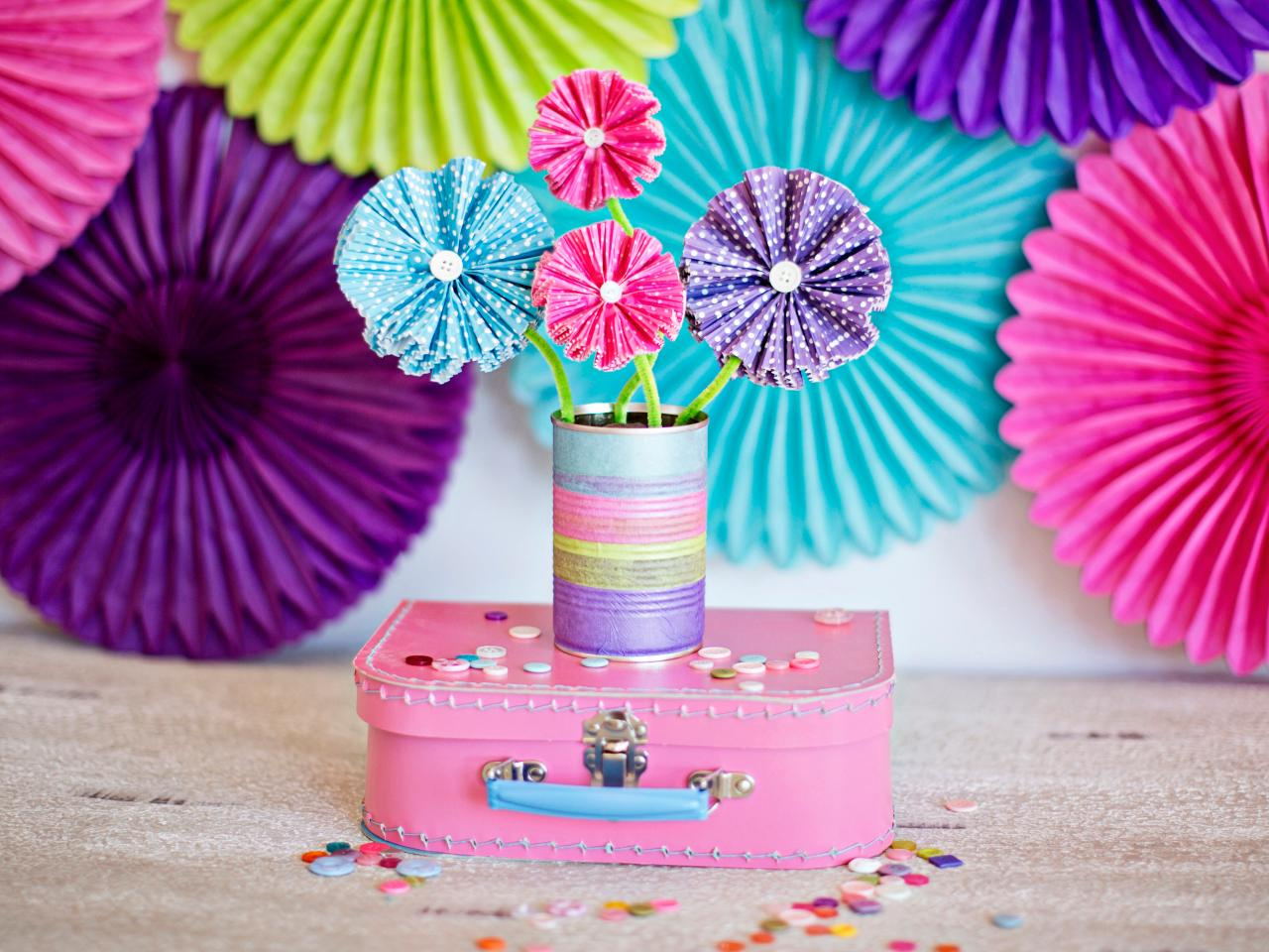 How to Make Paper Flowers Using Cupcake Liners | how-tos | DIY