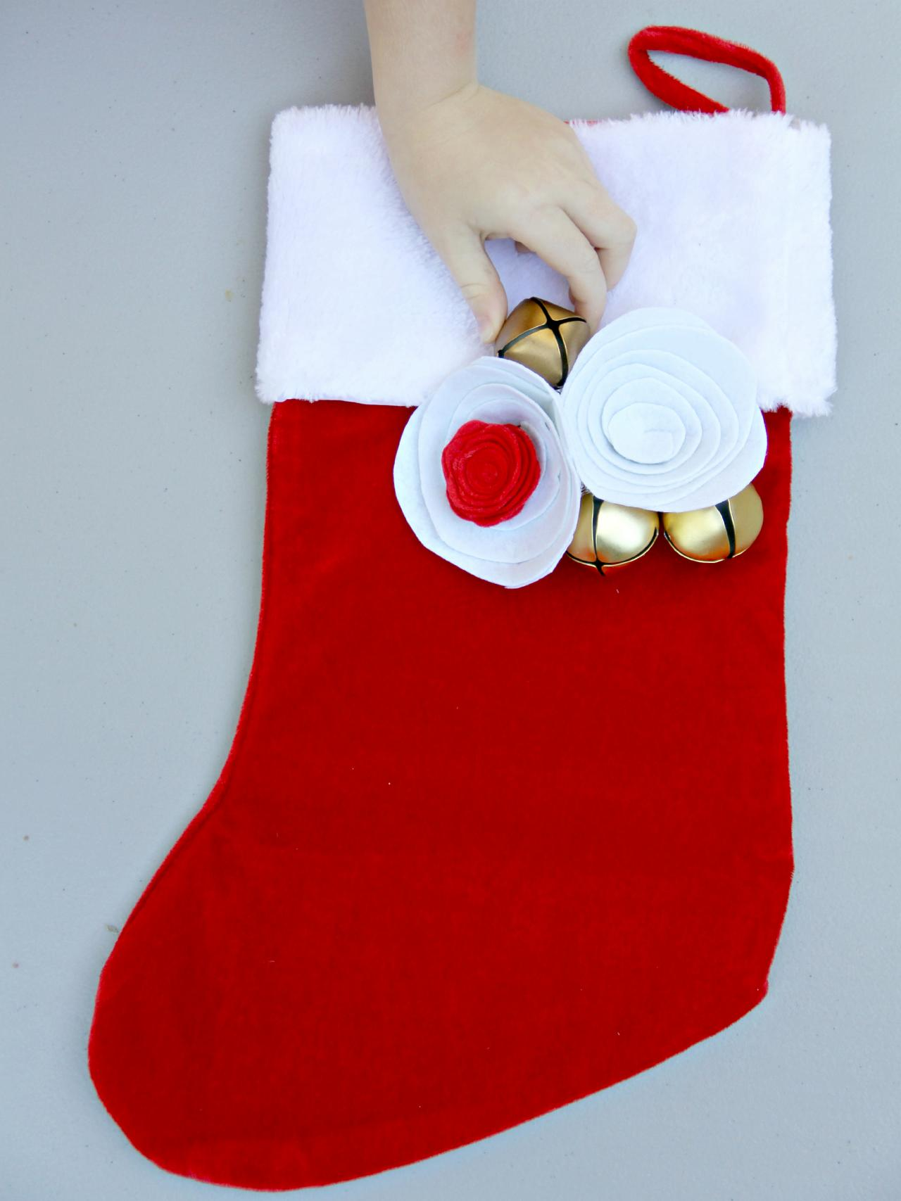 ci jess abbott embellish christmas stockings cutting flower6_h - Christmas Stocking Decorating Ideas