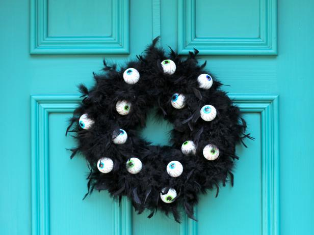 CI-Brittni_melhoff_halloween-black-feather-wreath_h