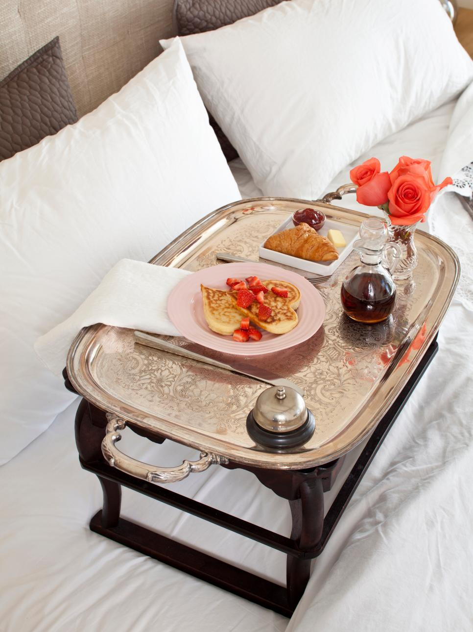 Easy Guide For A Romantic Valentine S Day Breakfast In Bed