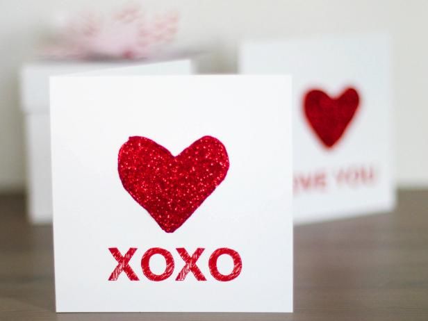 CI-Rennai-Hoefer_Valentine-kid-craft-X-and-O-glitter-card_h