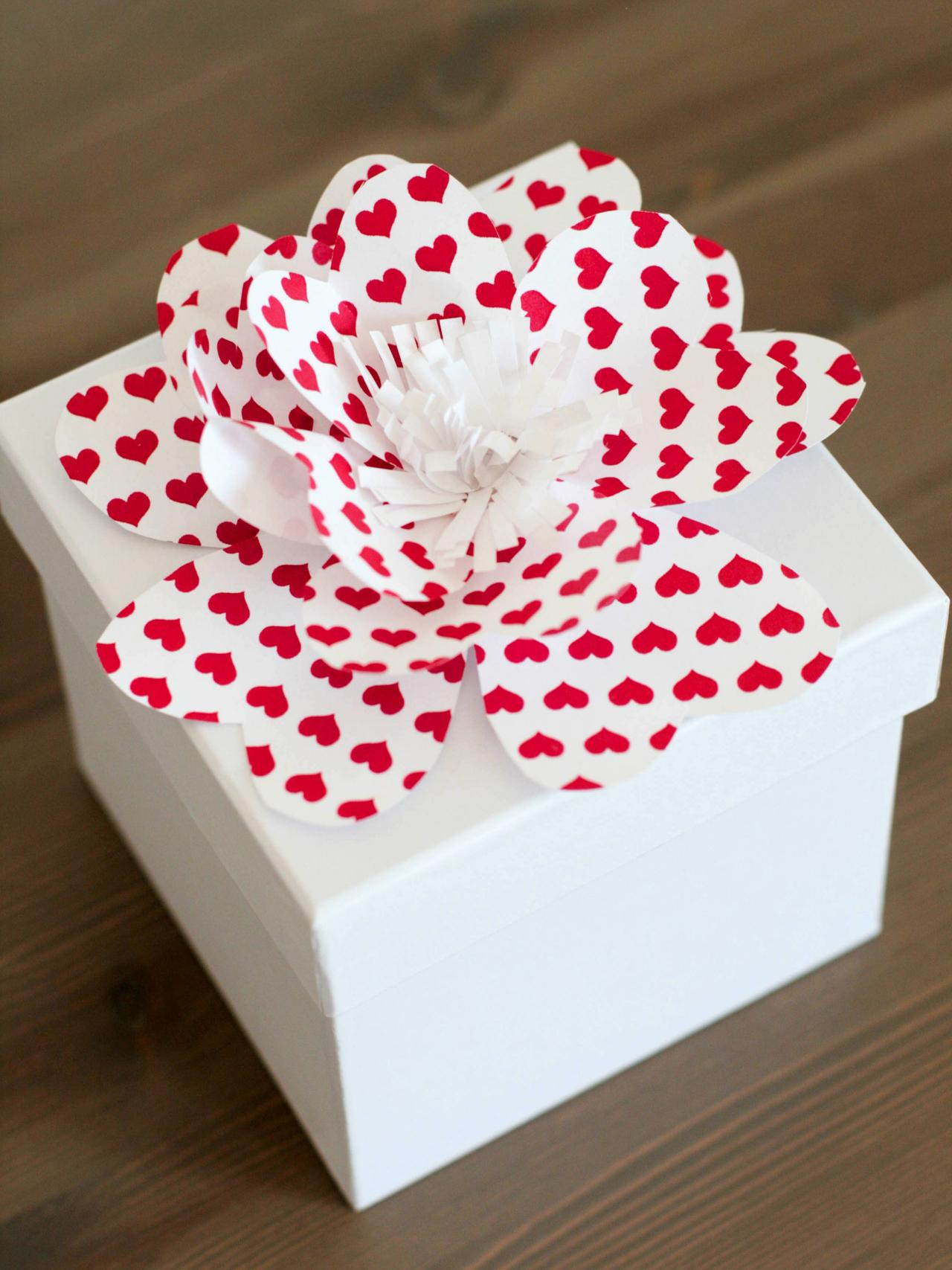 Simple instructions for making decorative paper flowers how tos diy how to make pretty paper flowers mightylinksfo