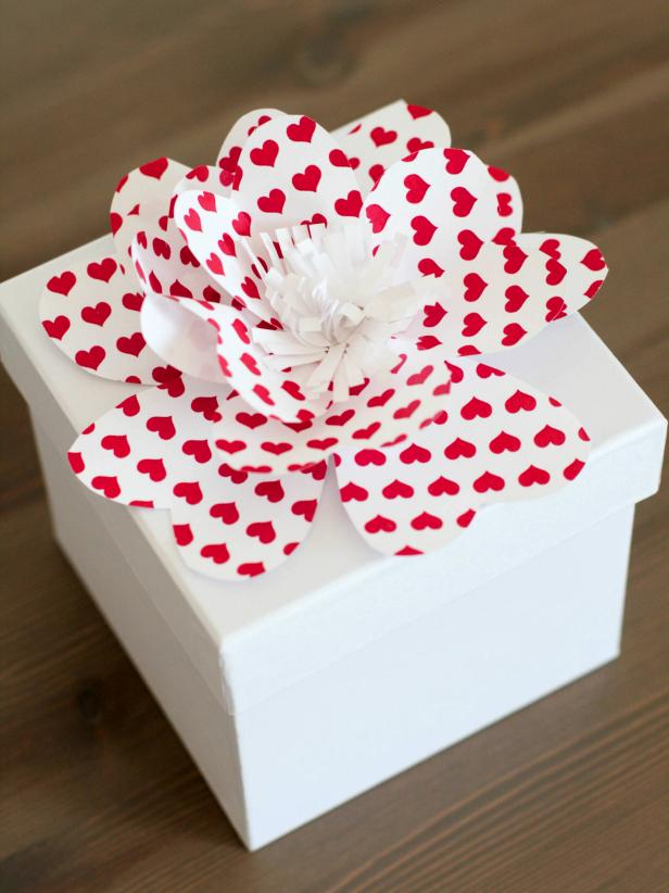 Simple instructions for making decorative paper flowers how tos diy ci rennai hoefervalentine kid craft gift box bowv mightylinksfo